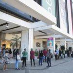 Shoppings e centros comerciais reabrem no DF